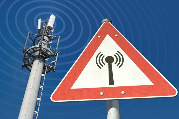 Elektromagnetische Strahlung durch Antennensignale