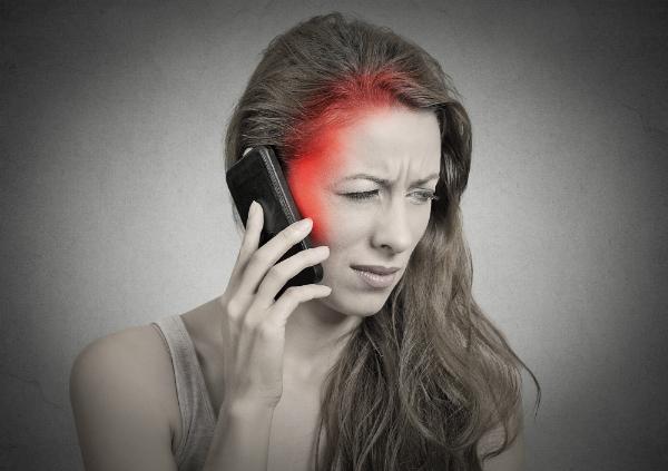Beim Telefonieren wird das Handy in der Regel direkt am Kopf gehalten