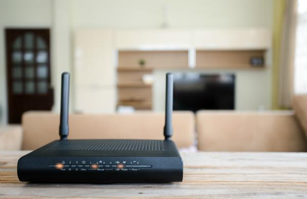 Kabelloser Router im Wohnzimmer