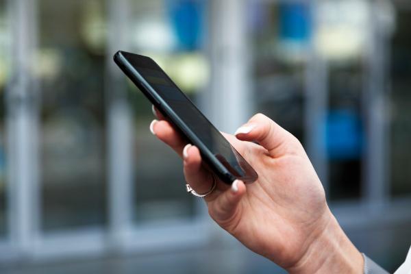 Das Hirn wird durch ständiges Telefonieren den Mobilfunkstrahlen stark ausgesetzt