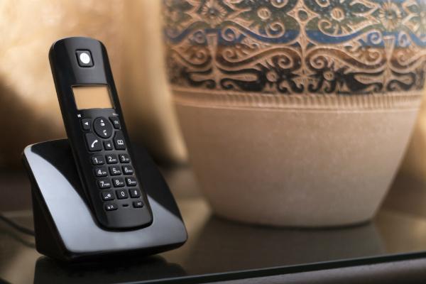 Schnurlose Telefone senden ebenfalls hochfrequente, elektromagnetische Strahlungen aus