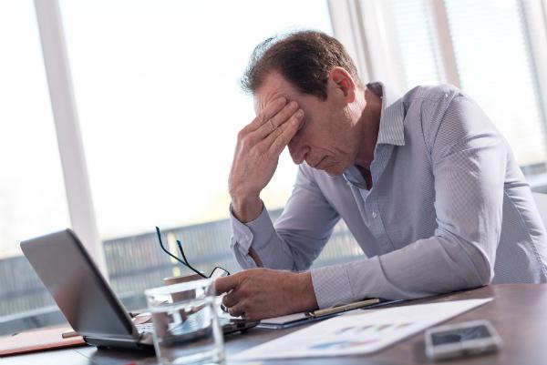 Kopfschmerzen koennen Folgen von Elektrosmog sein