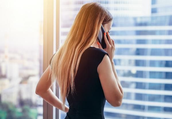 Das Handy beim telefonieren direkt am Ohr ... gefährlich oder harmlos?