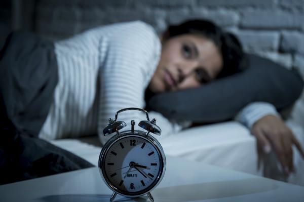 Lichtstress kann zu Schlafmangel bzw. Störungen führen