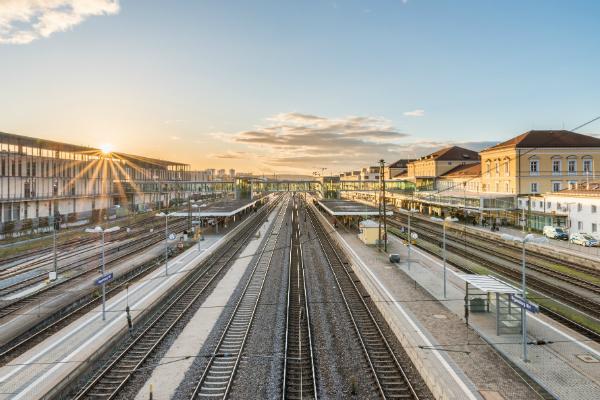 Bahnhöfe weißen wegen dem regen Zugverkehr eine besonders große Belastung auf