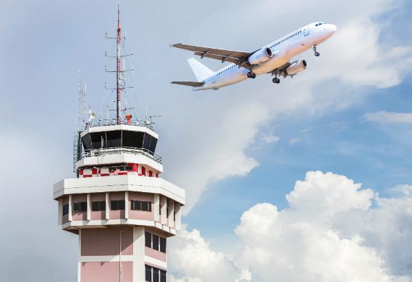 Die Reichweite von Flughafenradaranlagen beträgt etwa 500 Kilometer