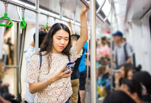 Bereits die Magnetfelder von Handys wirken sich massiv auf den Körper aus