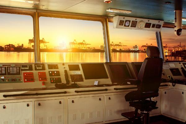 Für die Schiff- und Luftfahrt sind Radaranlagen nützlich, um Kollisionen zu vermeiden und Positionen zu bestimmen