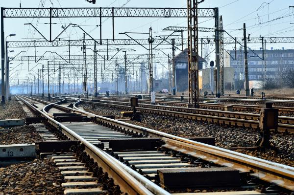 Bahnleitungen erzeugen massive elektromagnetische Felder