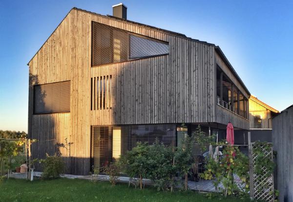 Holz weißt ähnliche Abschirmungseigenschaften wie Beton aus