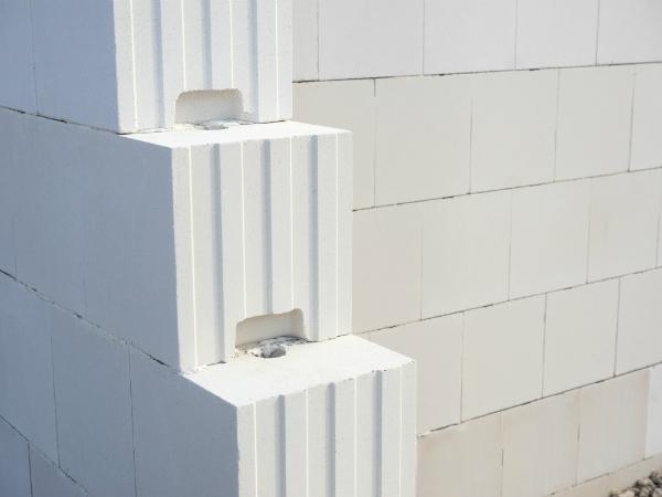 Kalksandstein ist ein sehr wirkungsvoller Baustoff, der gut vor Esmog schützen kann