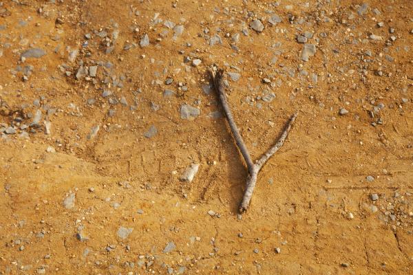 Wünschelrute auf dem Boden