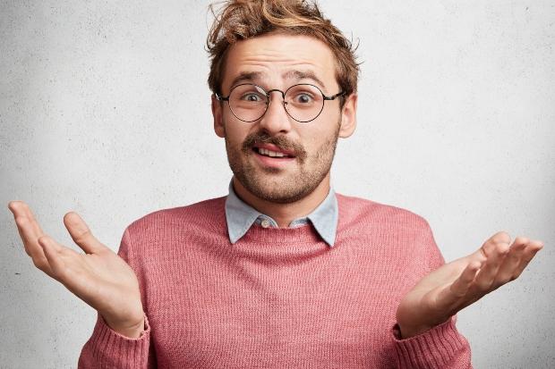 Mann mit fragendem Ausdruck - Verursacht 5G Strahlung Krebs?