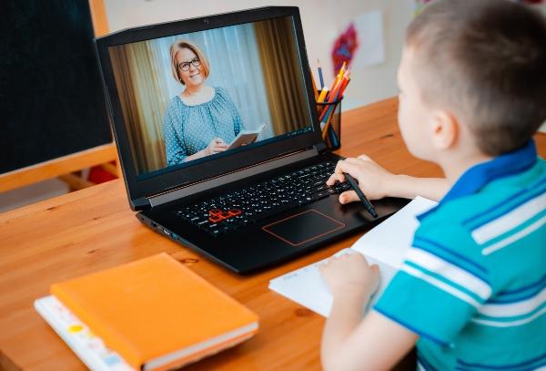 digitales-lernen-beguenstigt-adhs