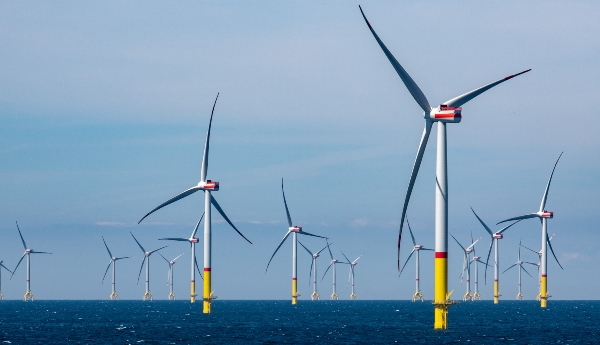 Windpark im Meer Offshore Windkraftanlage freileitungen-gesundheitsrisiko