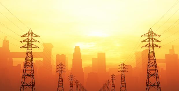 Strommasten mit Smog
