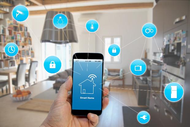 Symbolbild, Handy vernetzt mit allen Geräten im Haushalt - Lichtmodulation als WLAN-Alternative