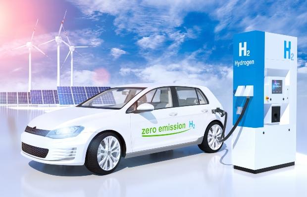 Auto tankt Wasserstoff