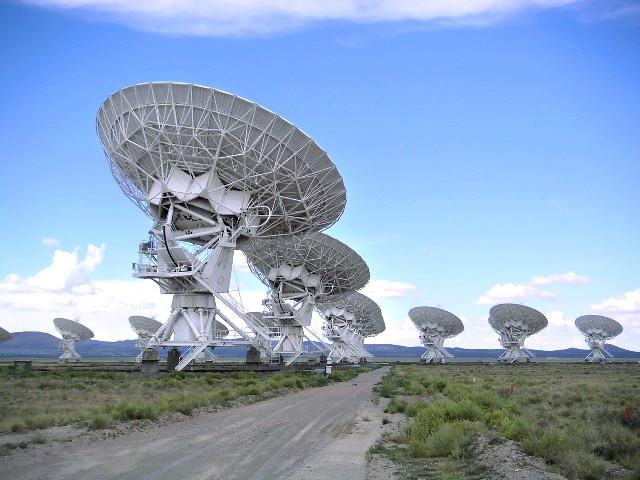Radioteleskopanlage in Socorry, Mexico - untersucht wird das elektromagnetische Spektrum